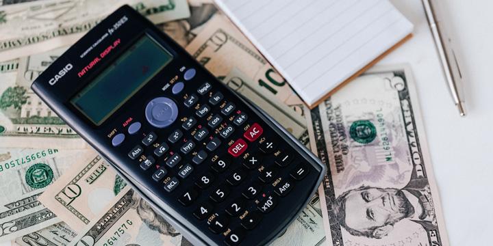 calculadora sobre dinero