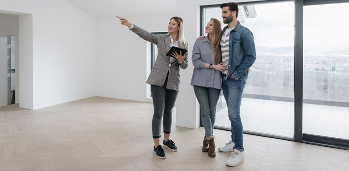 pareja departamento agente inmobiliario