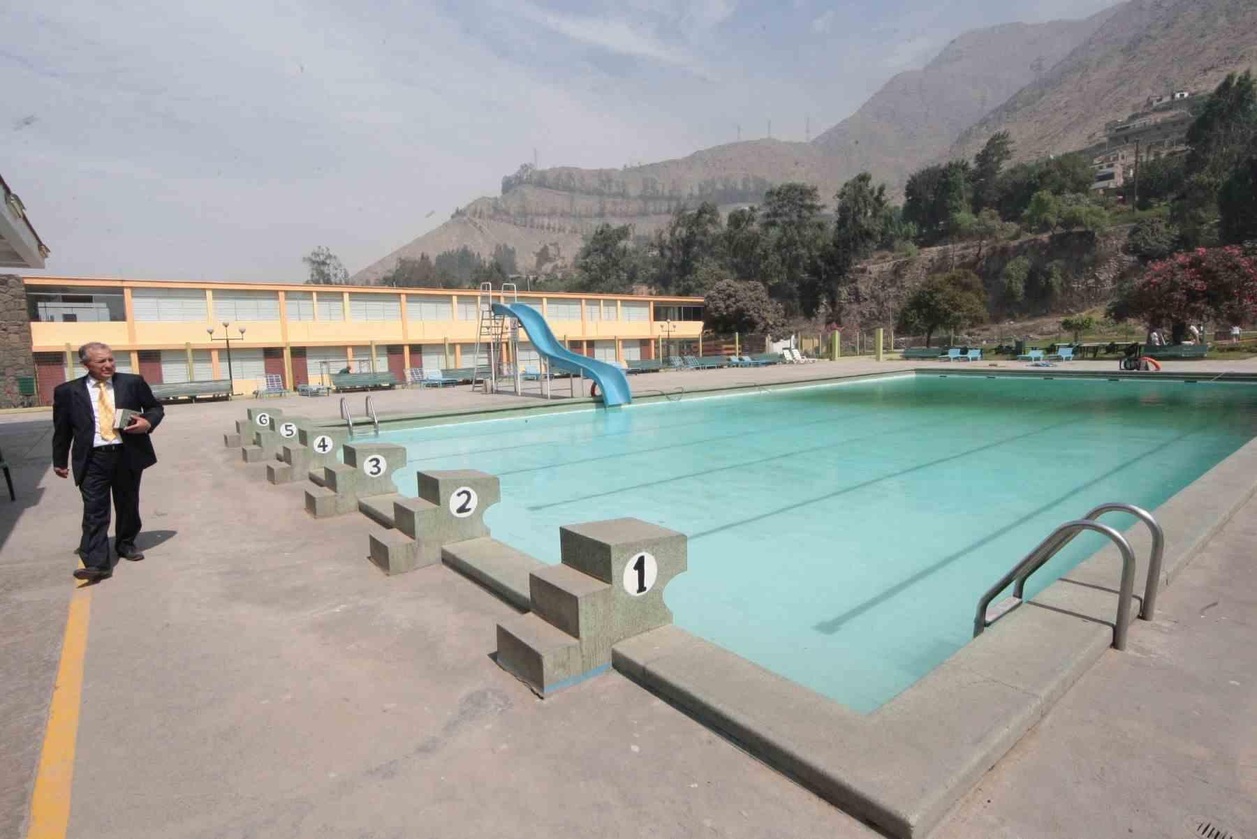 piscina cerca mirador golf nana